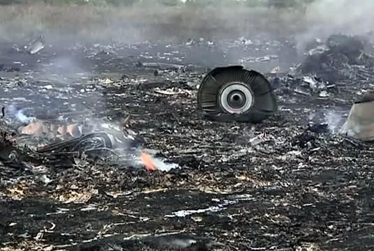 Украинские военные обстреляли зону падения