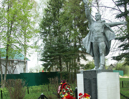 Местный депутат строит таунхаусы у братской могилы погибших под Москвой солдат