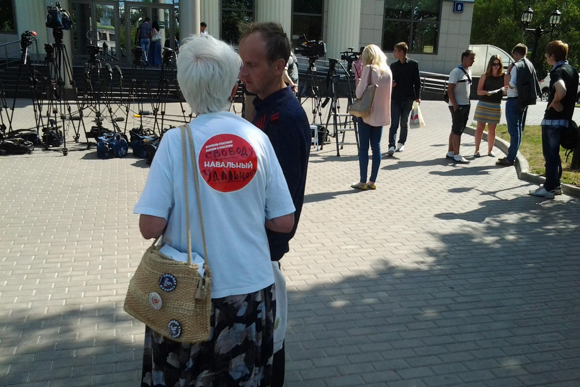 Москвичи остались равнодушны к «трагедии» Удальцова и Развозжаева