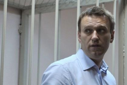 Навальный вновь предстанет перед судом
