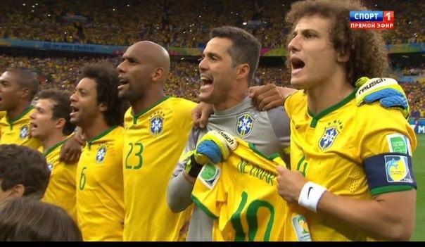 Бразильские футболисты вышли на поле в поддержку травмированного Неймара