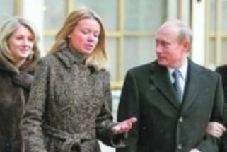 Посольство РФ назвало фото Путина и его дочери в британской прессе фейком
