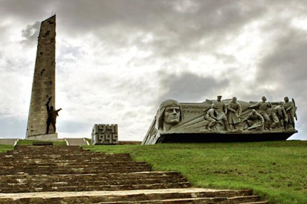Ополченцы удерживают высоту Саур-Могила
