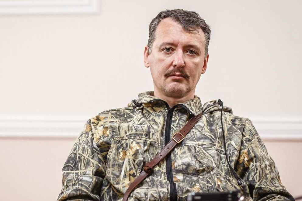 Стрелков: Противник попытался вывезти трупы из донецкого аэропорта под прикрытием атаки