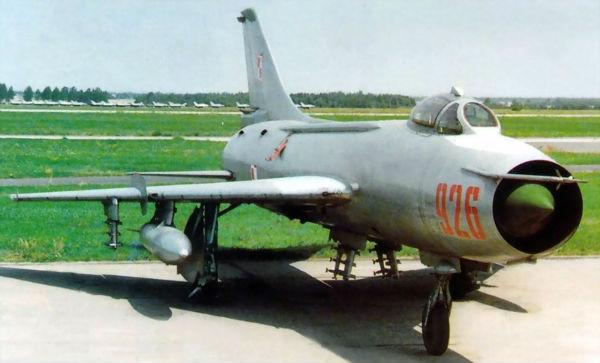 Памятник самолету Су-7 появился в Москве