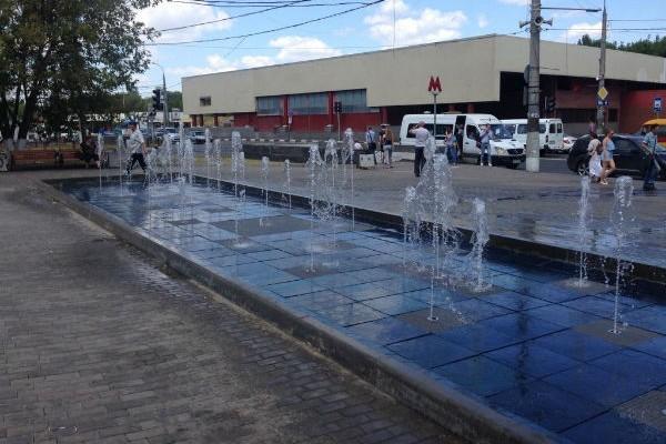 Блогеры обсмеяли фонтан за 11 млн рублей в Москве
