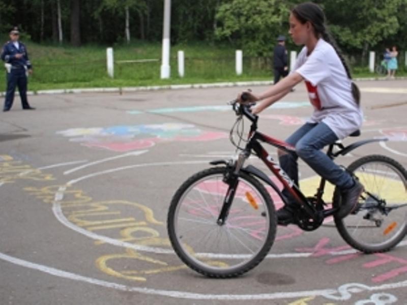 Внедорожник сбил 12-летнюю велосипедистку в Иркутской области