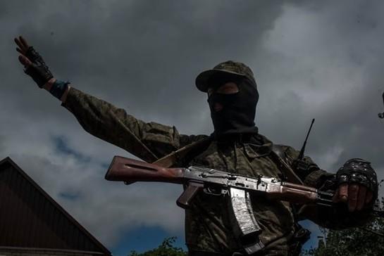 В Донецкой области ополченцы обстреливают позиции Нацгвардии, есть раненые