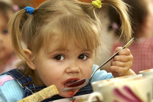 Детей в лагерях Волгоградской области едва не накормили мясом с сибирской язвой