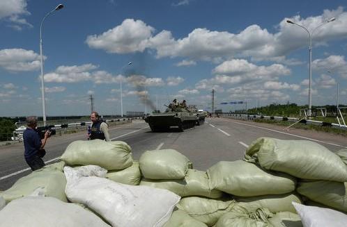 Звуки взрывов слышны в Донецке