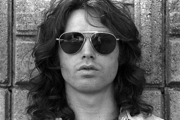 a biography of james douglas jim morrison the lead singer of the doors A short biography on jim morrison, who was the lead singer of the doors and a legend in his own time jim morrison was born on december 8, 1943 in melbourne, florida to rear admiral george morrison and clara morrison jim had two siblings,.