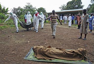 Вирус Эбола убил уже 960 человек