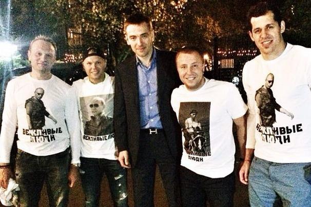 Хоккеист Евгений Малкин надел футболку с портретом Путина