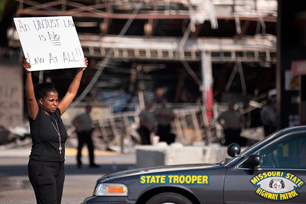 Обама прервал отпуск из-за беспорядков в Фергюсоне