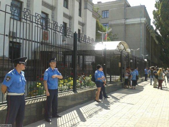В Киеве задержали сотрудников посольства России