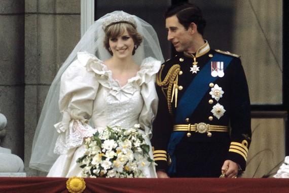 Кусок торта со свадьбы принцессы Дианы продан за $1375