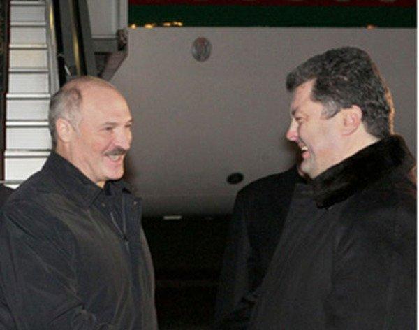 Лукашенко зовет Порошенко в Минск на переговоры