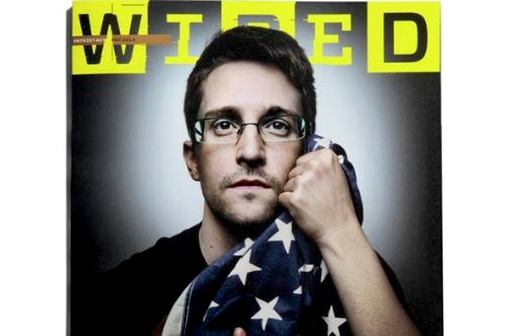 На обложке IT-журнала появился Сноуден в обнимку с американским флагом