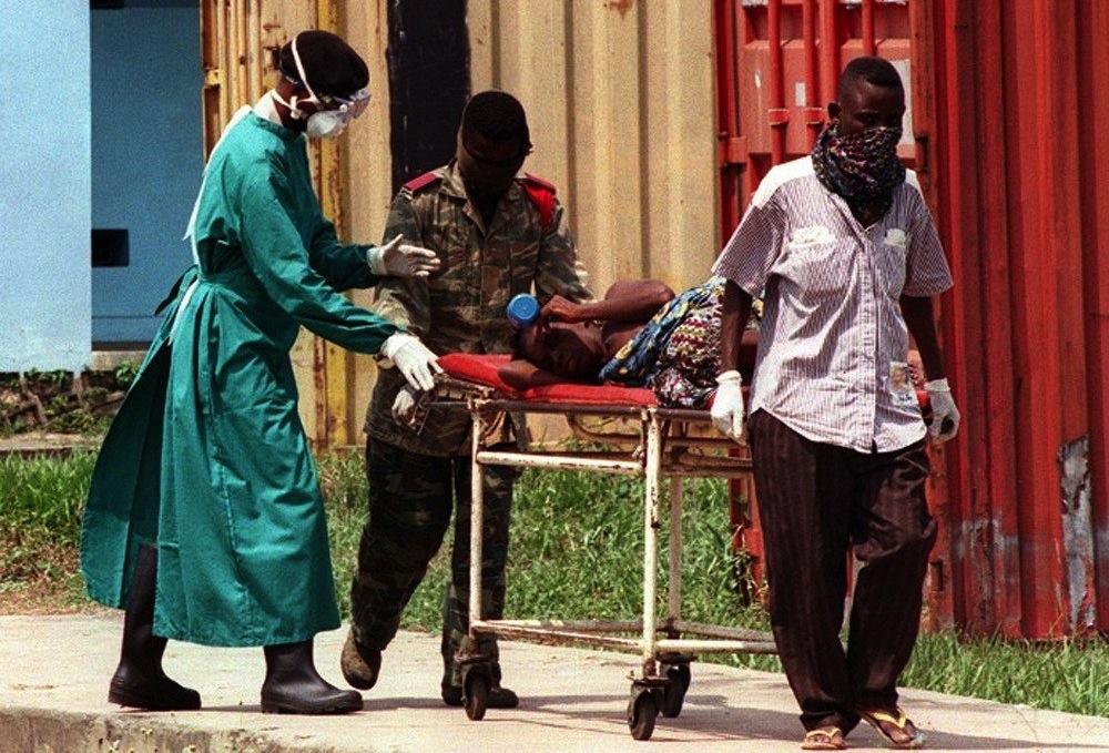 От лихорадки Эбола в Африке скончалось уже 887 человек