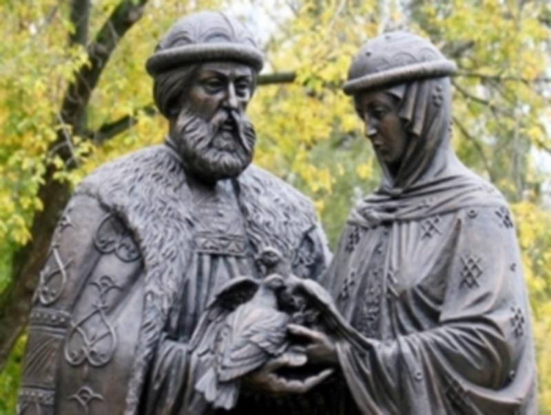 В городе Ангарске Иркутской области установили памятник Петру и Февронии