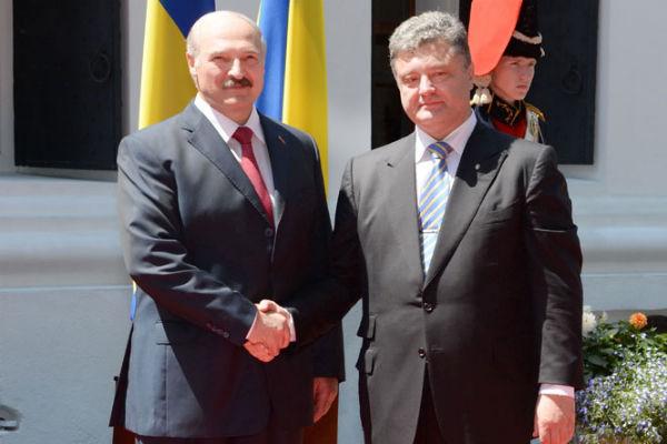 Порошенко прилетел в Минск
