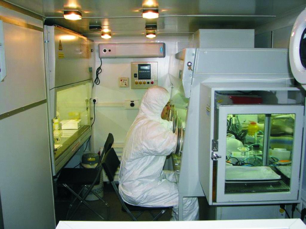 Российская мобильная лаборатория поможет остановить распространение лихорадки Эбола в Западной Африке
