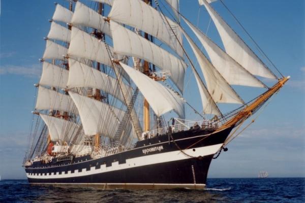 Российский барк «Крузенштерн» потопил датский буксир