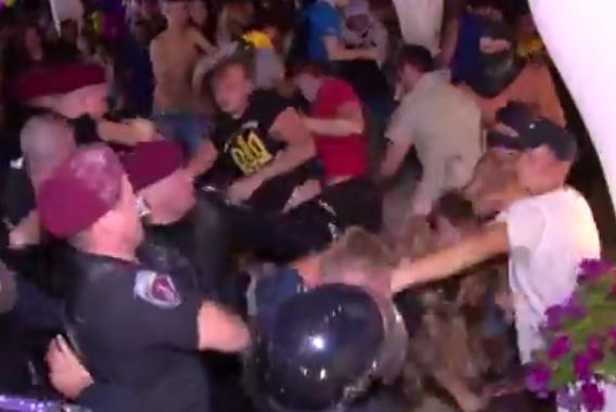 В сети появилось видео с погрома на концерте Лорак в Одессе  -