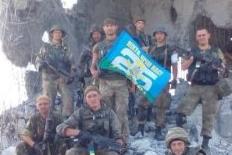 Украинские каратели фотографируются на руинах памятника на кургане Саур-Могила