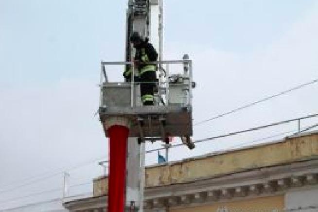 Из-за обрушения облицовки жилого дома в Москве эвакуировали около 100 человек