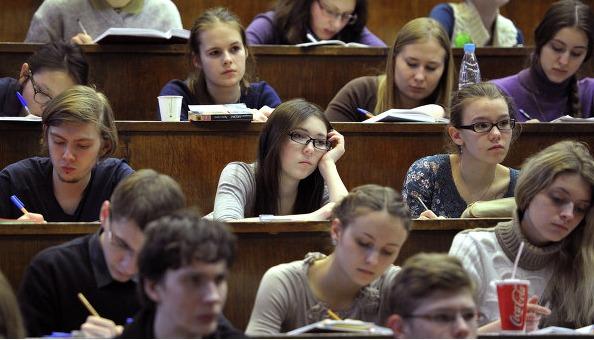 «Случится всплеск смертности»: преподаватели вузов пришли в шок от отмены дистанта