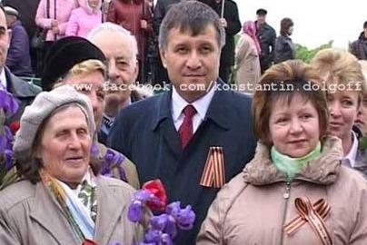 В Интернете появилось фото Авакова с георгиевской ленточкой