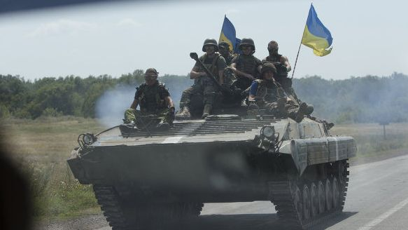 Украинские силовики заявляют, что уничтожили танки и БМД ополченцев