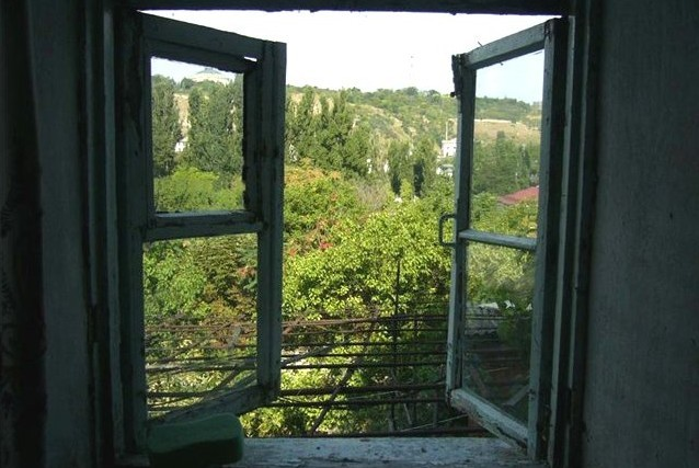 В Москве таджичка выбросилась из окна с маленьким сыном, чтобы отомстить изменнику - мужу