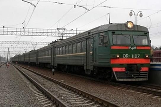 На крыше электрички в Москве нашли тело подростка-зацепера