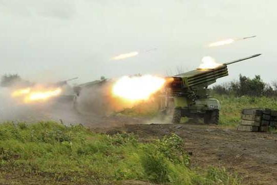 Украинская армия выпустила 40 снарядов по жилым домам в Донецке