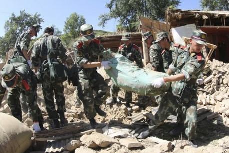 Число жертв землетрясения в Китае возросло до 367