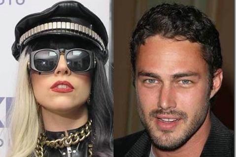 Леди Гага  в космосе выйдет замуж за  актера Тейлора Кинни