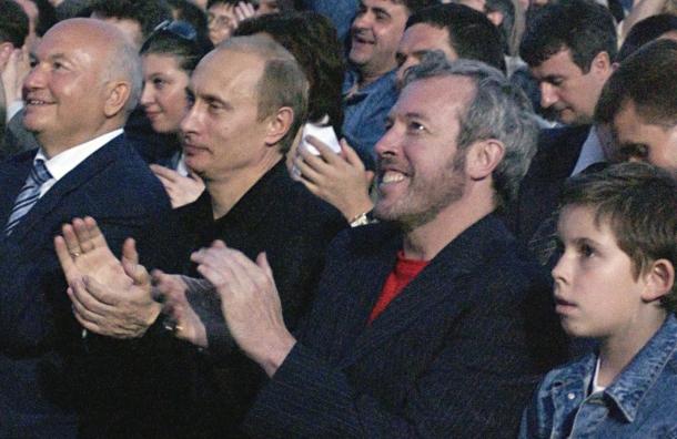 Артемий Троицкий вспомнил как Макаревич сидел рядом с Путиным