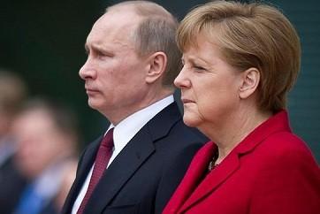 Меркель намерена продолжать диалог с Путиным