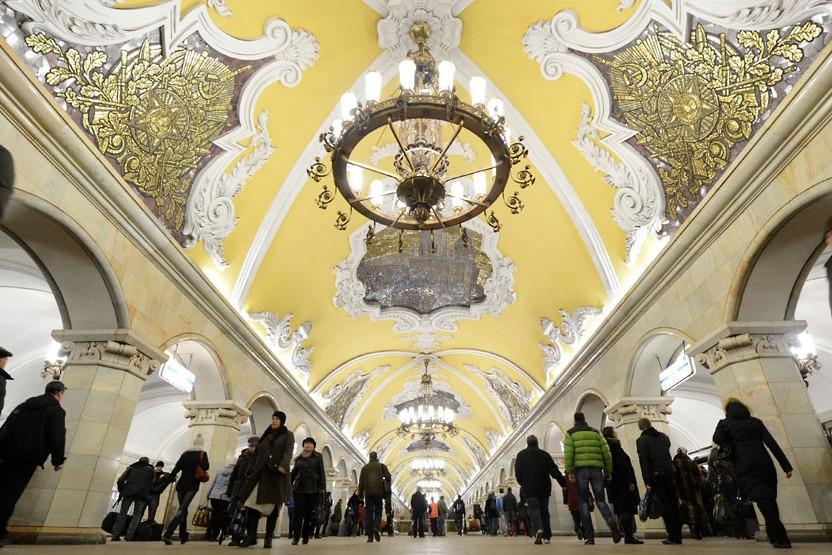 Московское метро в ночь на субботу будет работать на час дольше