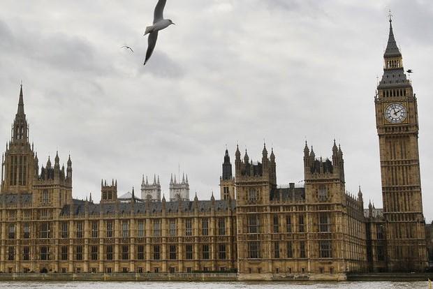 Британский министр уволился из-за финансовых проблем