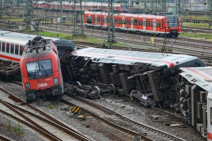В Германии столкнулись скоростной и товарный поезда