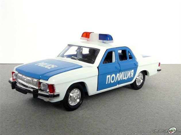 Воронежец убил себя зубной щеткой в полицейской машине