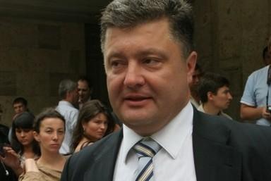 Порошенко предложил отправлять военкомов воевать на восток Украины