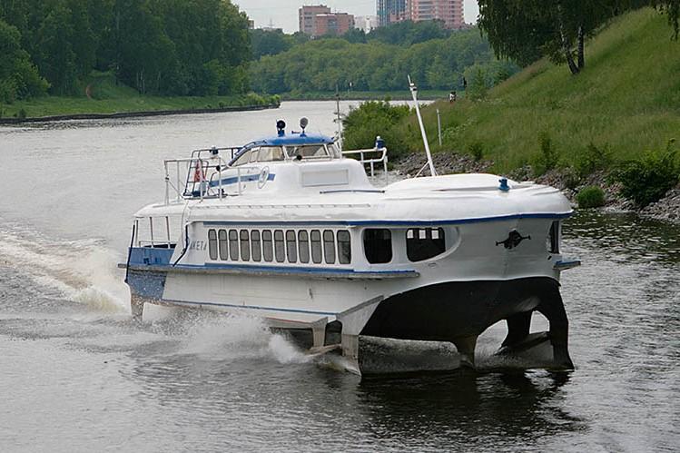 В канале имени Москвы нашли голову попавшей под судно пловчихи