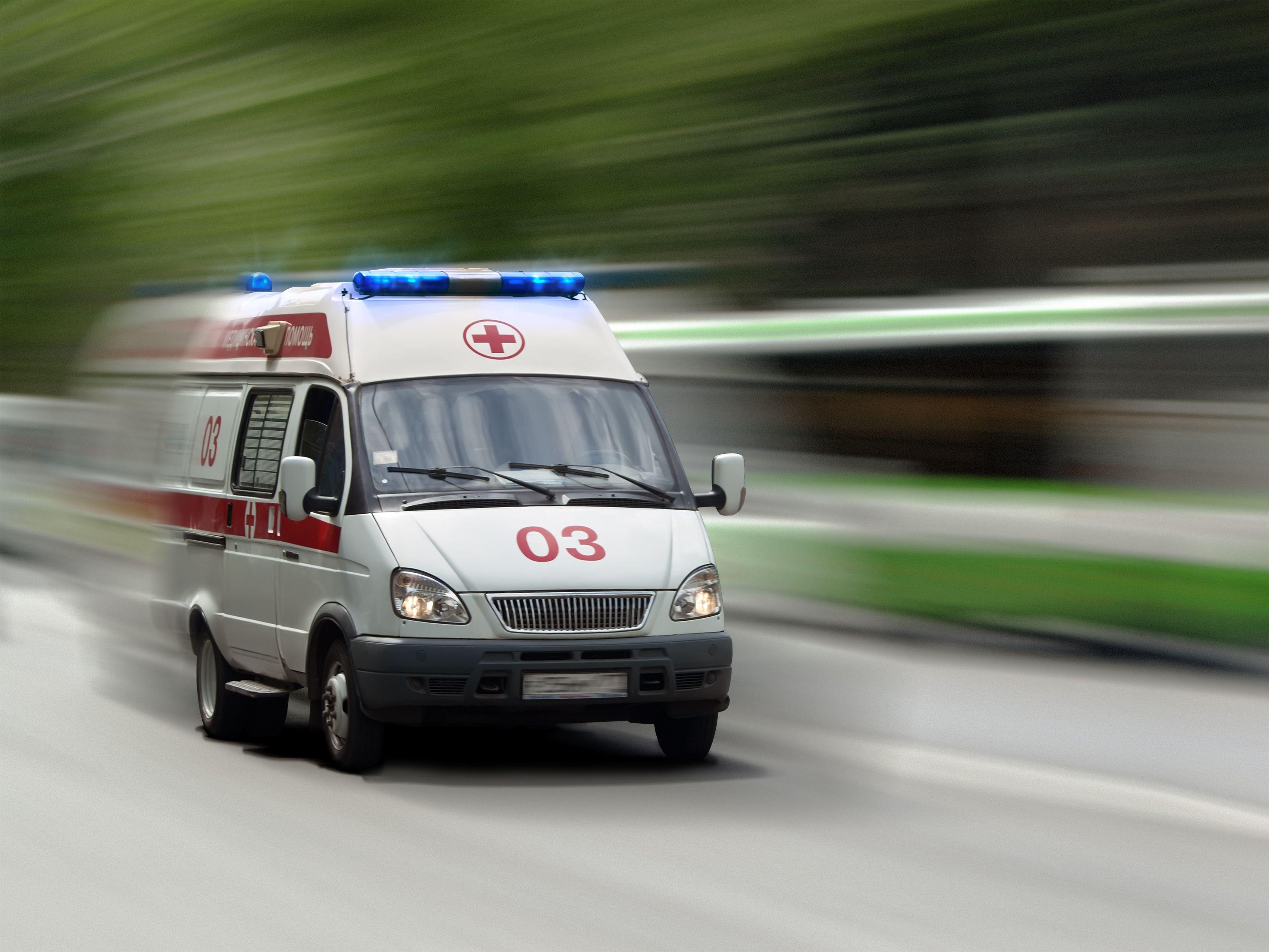 В Ростовской области женщина, не дождавшись скорой, родила на асфальте на глазах у десятка зевак