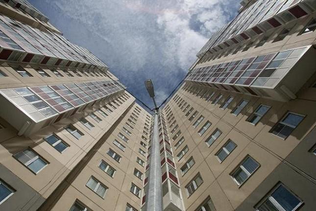 Трехлетняя девочка погибла после падения с десятого этажа на северо-западе Москвы