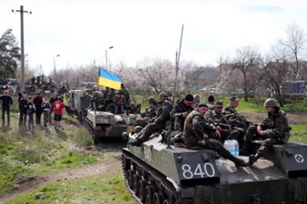 Киев усиливает бэтээрами границу с Россией