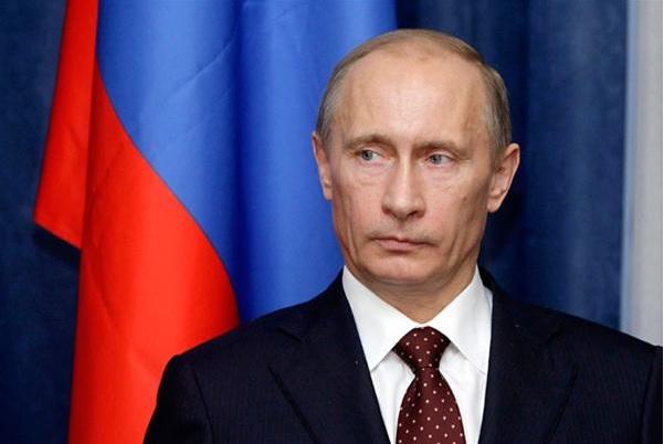 Путин призвал твердо противостоять попыткам фальсификации истории